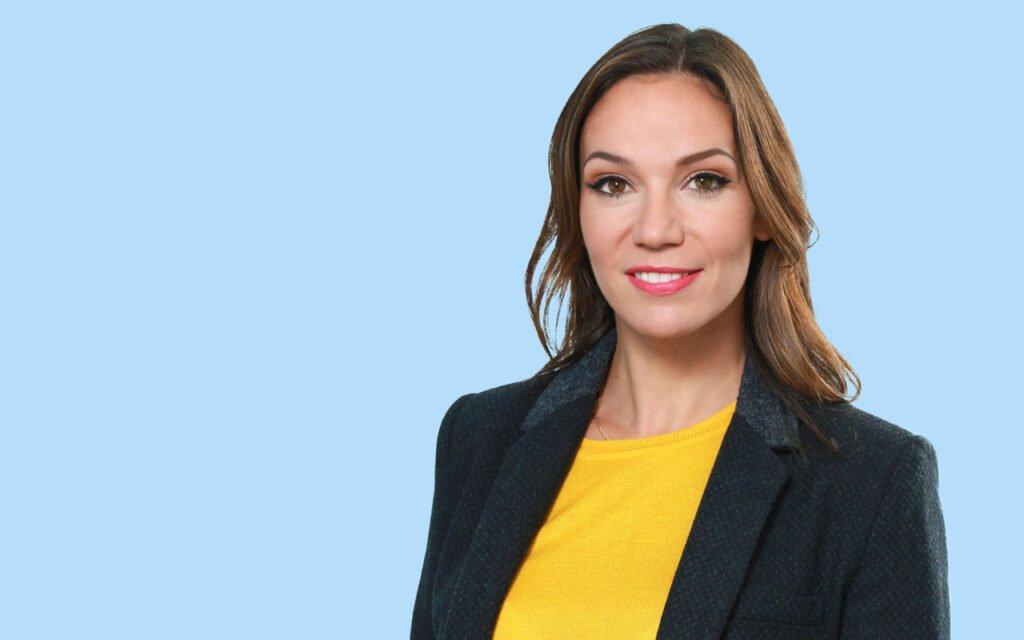 Alex Kramer experienced female broadcast TV presenter at Great British Presenters