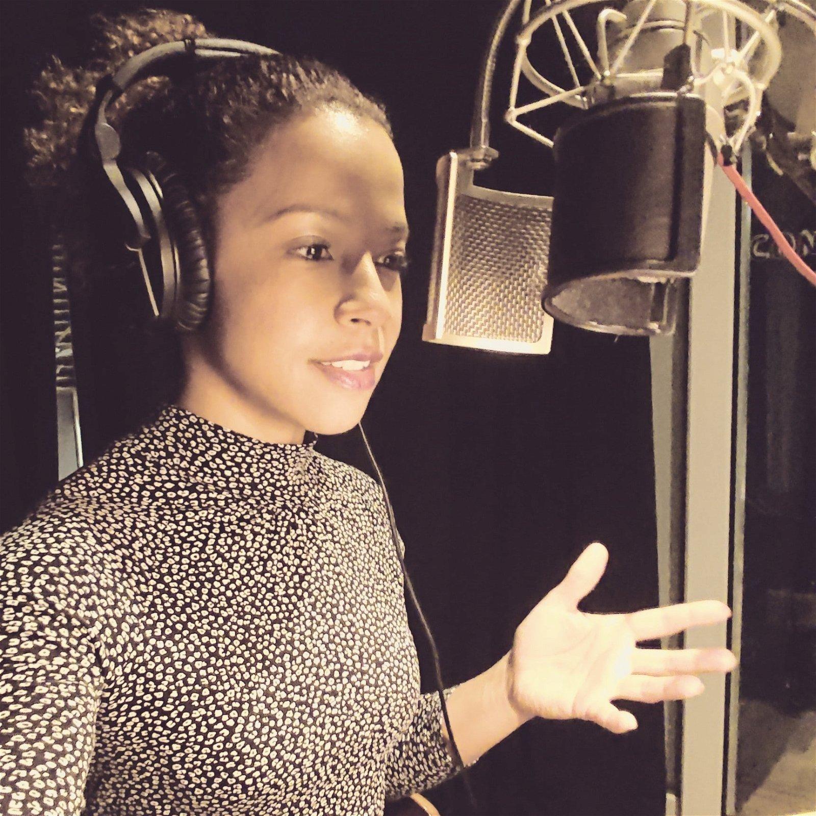 hire-donna-louise-british-midlands-northern-voiceover-artist