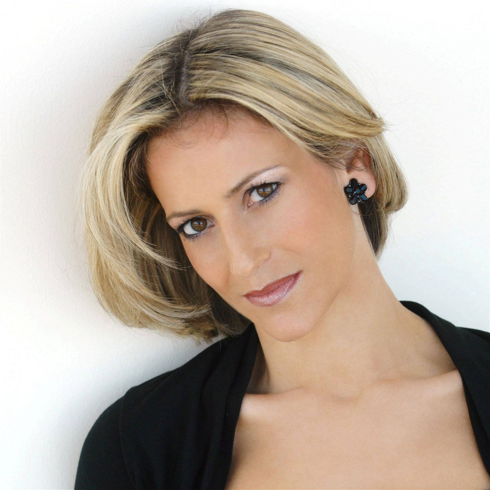 Emily-Mattis-Award-Winning-Current-Affairs-Broadcaster-host-compere-at-Great-British-Speakers