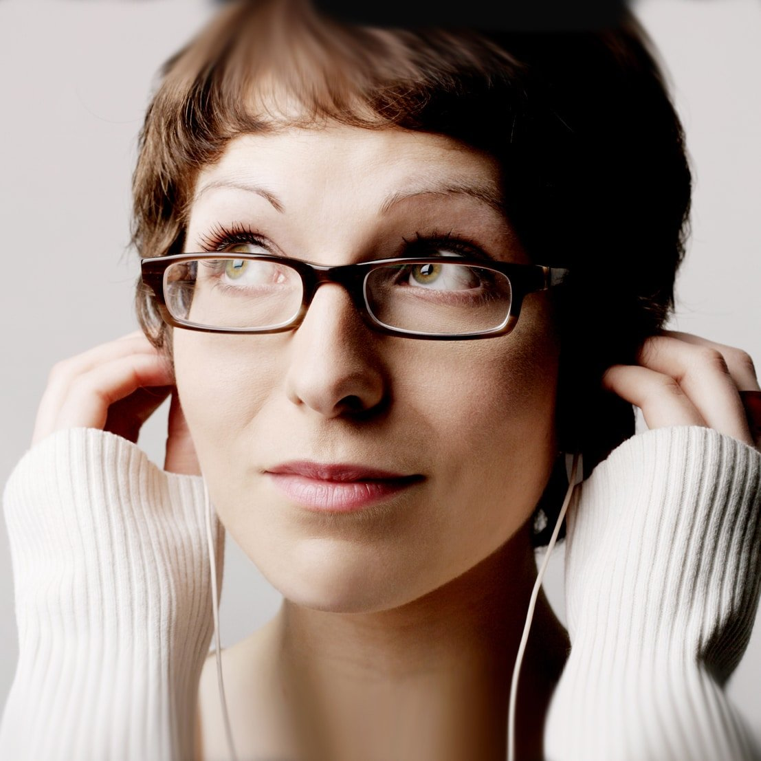 Helen-Arney-female-physician-Science-speaker-musician-tech-stand-up-at-Great-British-Speakers