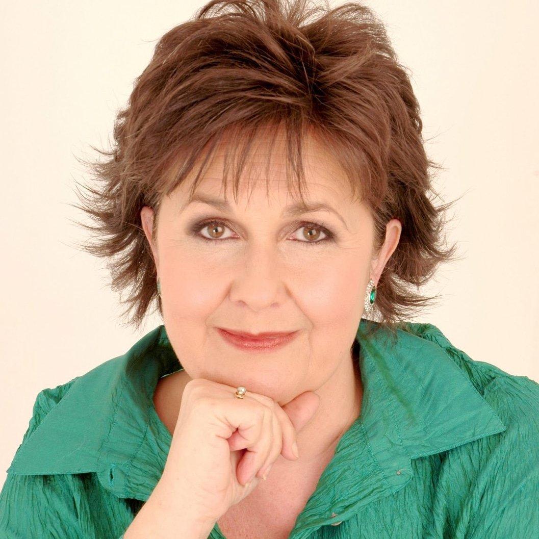 Janine-Roebuck-deaf-opera-singer-at-Great-British-Speakers
