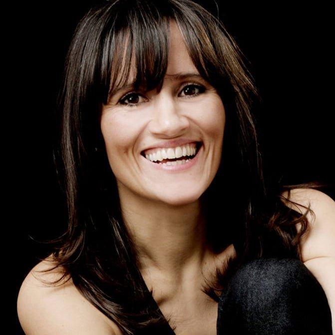 Nina-Conti-international-award-winning-comedian-ventriloquist-speaker-host-at-Great-British-Speakers