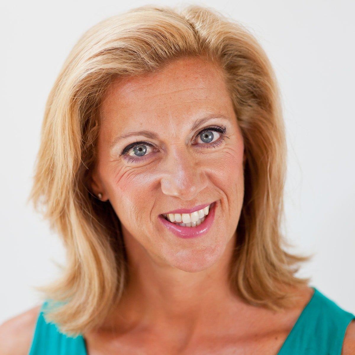 Sally-Gunnell-GB-400m-hurdler-Olympic-Gold-Medal-World-Champion-motivational-inspirational-speaker-at-Great-British-Speakers