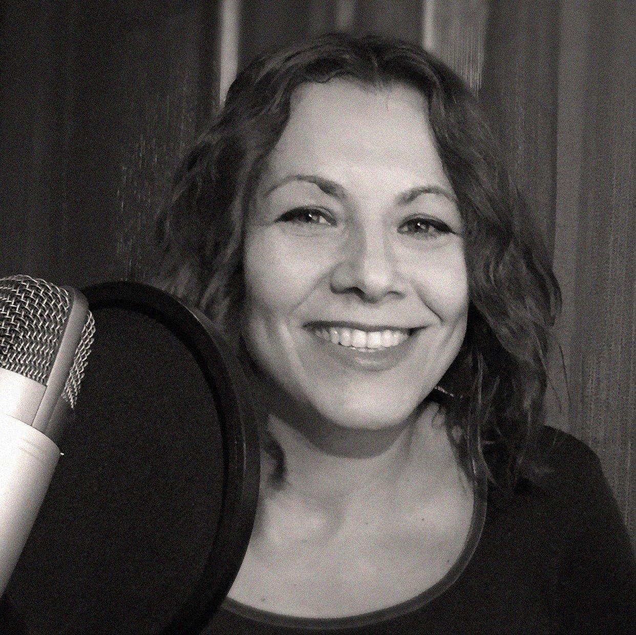 hire-spanish-voice-over-artist-beatriz-at-great-british-voices
