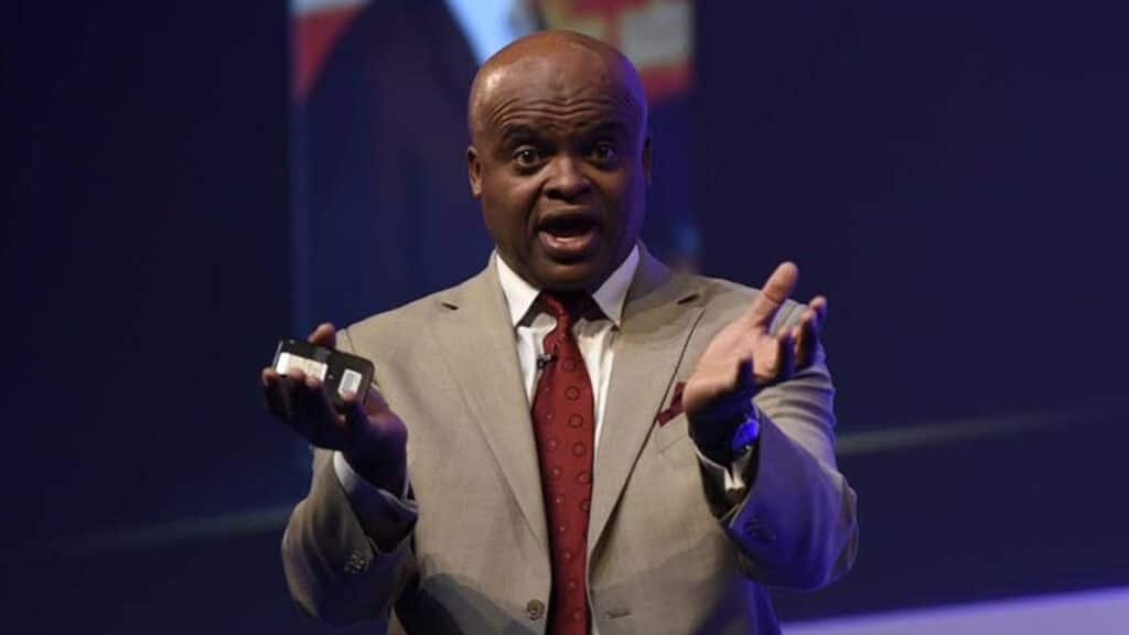 Chris Akabusi motivational teamwork performance keynote speaker at Great British Speakers