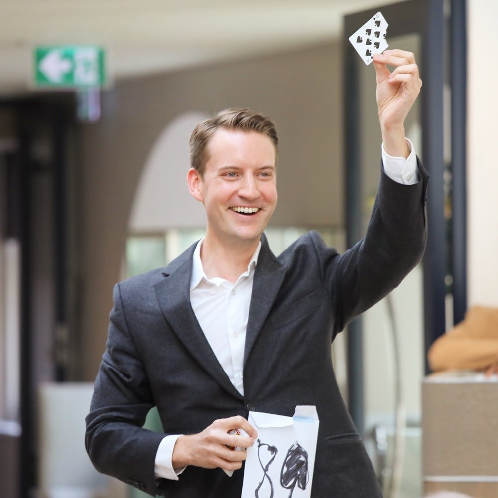 Christopher Howell Magician creativity creative problem solving thinking innovation speaker at Great British Speakers