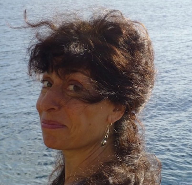 hire-uk-based-american-female-voiceover-julia