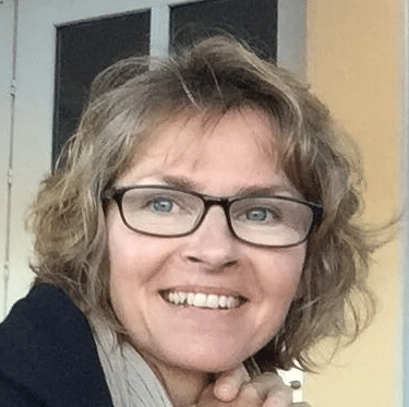 hire-dutch-french-voiceover-artist-petra