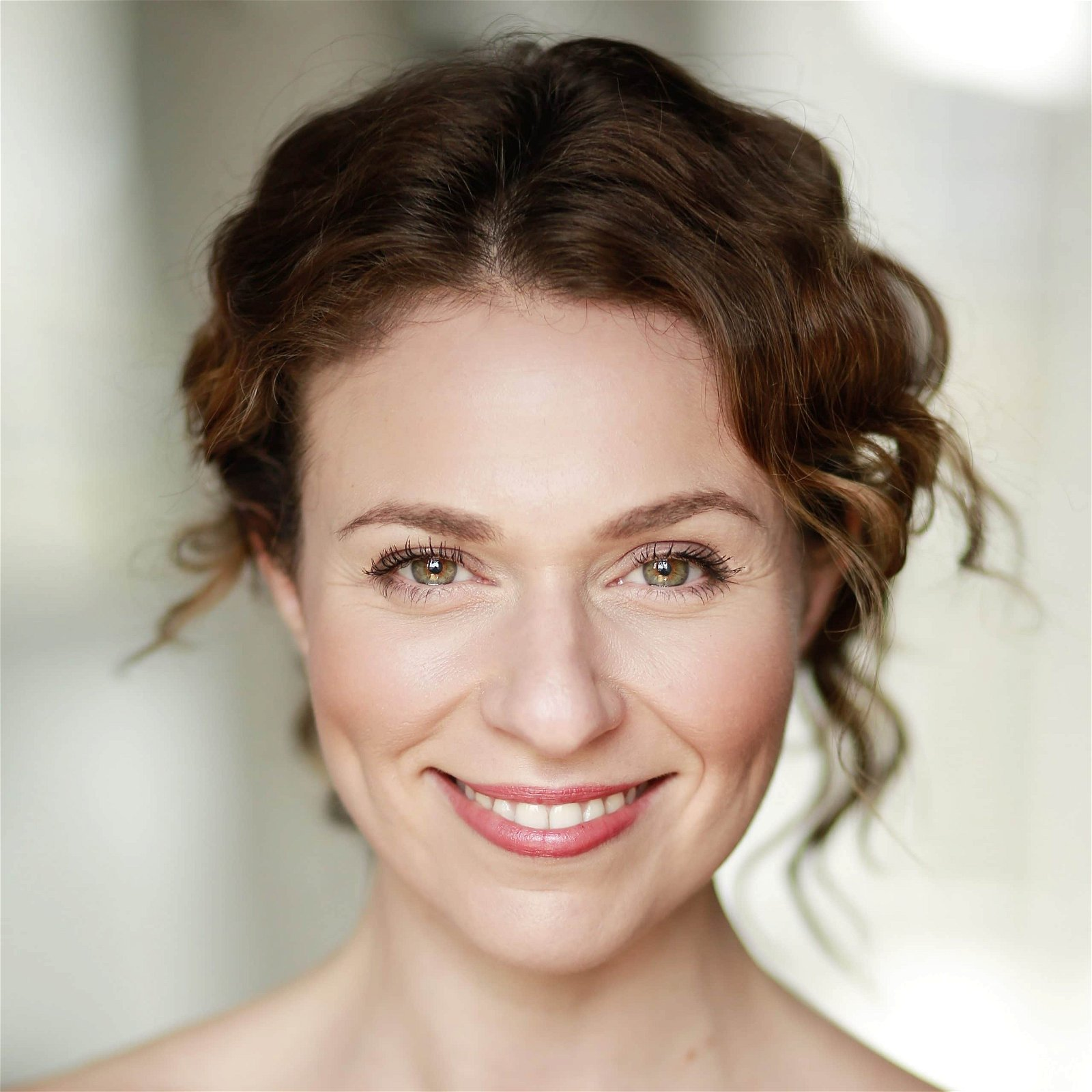 hire-sarah sealey-english-voice-actor-great-british-voices