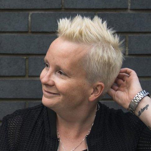 Emma-Stroud-Speaker-host-compere-comedian-Improvisation-Funny-book-at-Great-British-Speakers