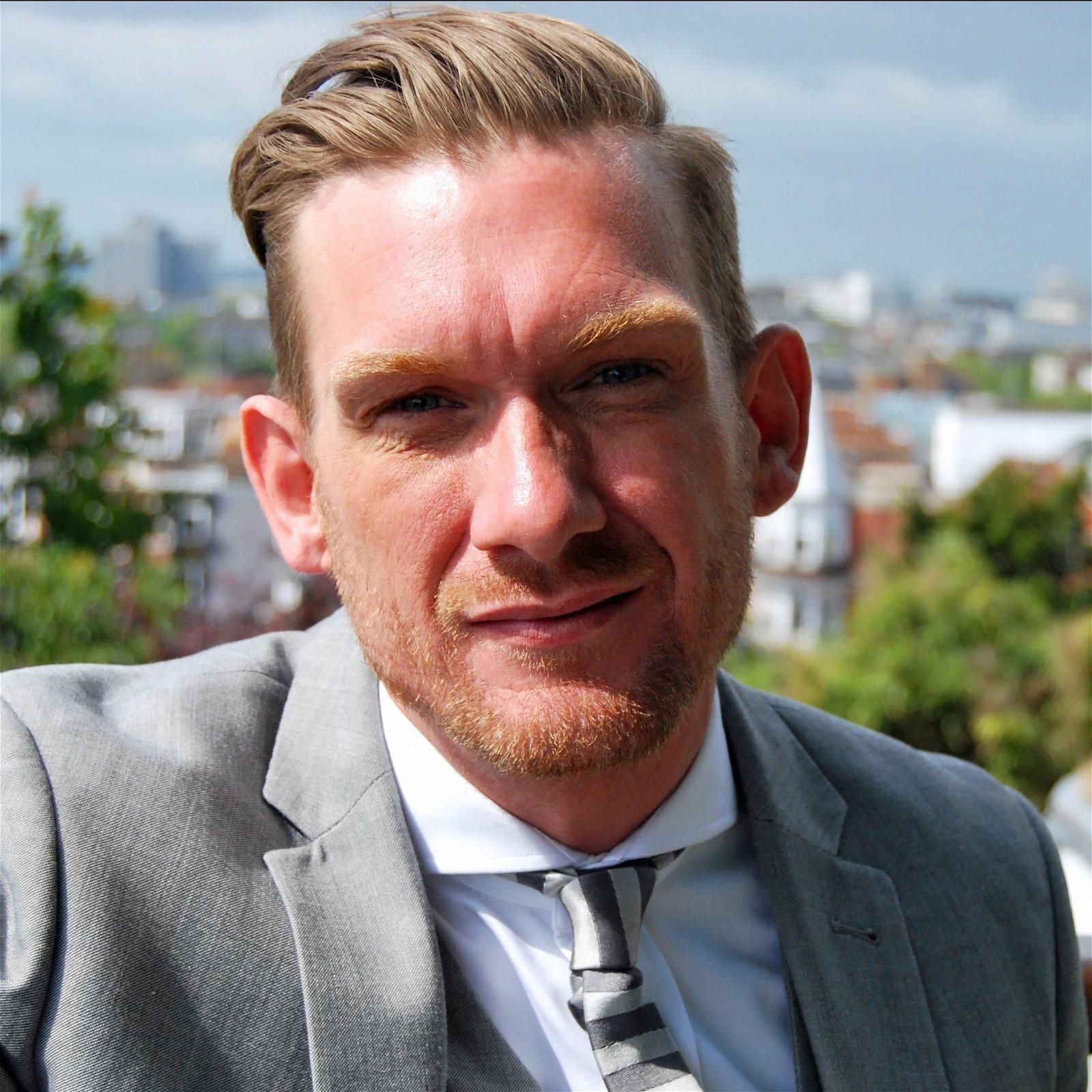 Peter-Avis-Motivational-Inspirational-restaurant-hospitality-custormer-service-expert-speaker-at-Great-British-Speakers