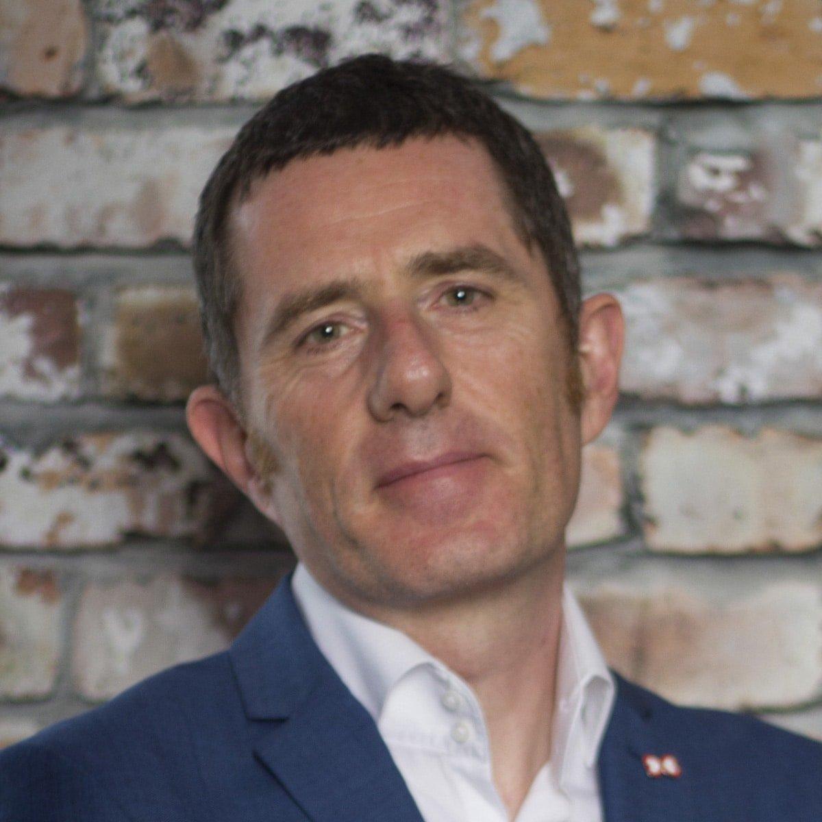Phil-Jones-leadership-teamwork-culture-speaker-at-Great-British-Speakers