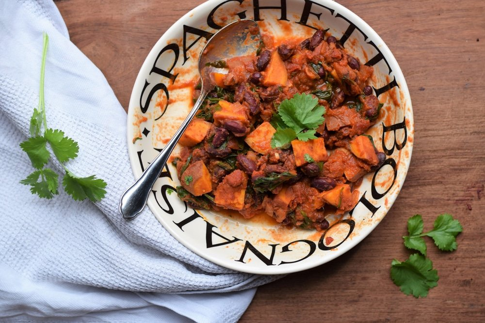 Plantbased Pixie SWEET POTATO, KALE, AND KIDNEY BEAN CHILI blogger registered nutritionist at Great British Speakers