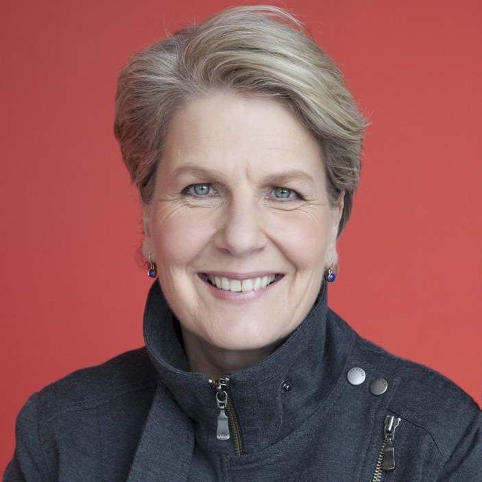 Sandi-Toksvig-Comedian-Host-at-Great-British-Speakers