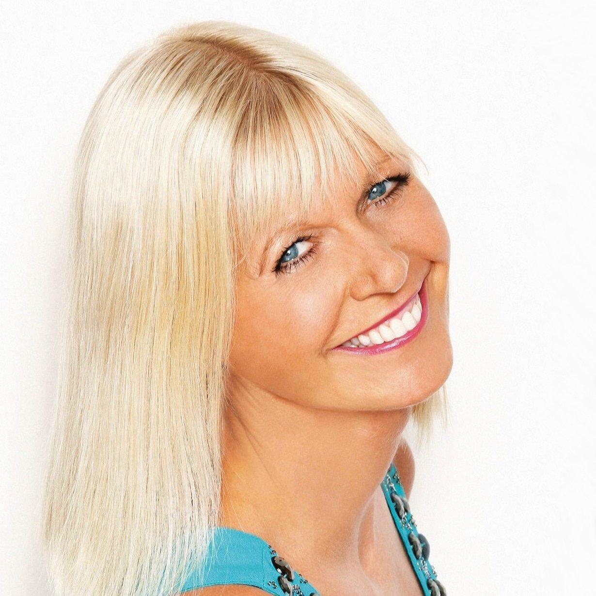 julie_peasgood_lifestyle-travel-relationships-expert-presenter-host-speaker-at-Great-British-Speakers