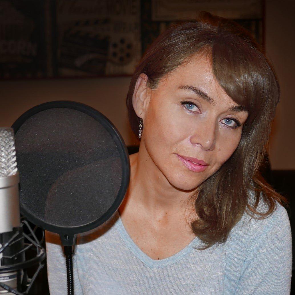 spanish-voiceover-artist-claudia-great-british-voices